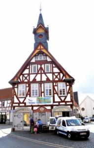 Bibermobil vor altem Rathaus Assenheim, dem NABU-Büro