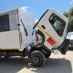Holger repariert Dieselfilter am Ombombo 11535849_1143968348951638_7291619981105183217_n