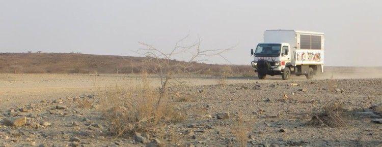 OMbombo-Mobil in der Namibischen Wüste - Foto eduventure